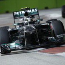 Lewis Hamilton, con superblandos, en Singapur