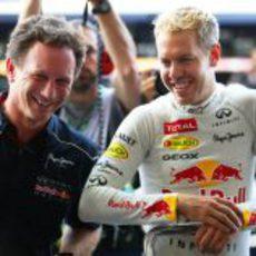 Sebastian Vettel y Christian Horner, contentos tras la pole
