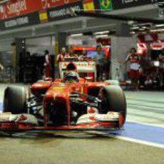 Felipe Massa sale de boxes en Marina Bay