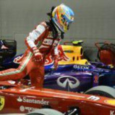 Fernando Alonso se baja del coche tras clasificar séptimo