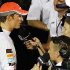 Jenson Button atiende a los medios de comunicación