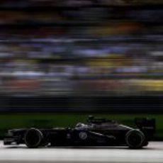 Valtteri Bottas a toda velocidad con su FW35 sobre los neumáticos medios
