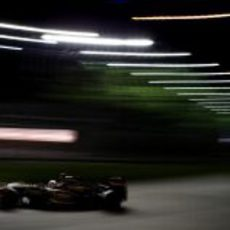 Kimi Räikkönen vuela en Singapur