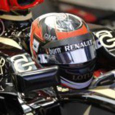 Concentración en el 'cockpit' de Kimi Räikkönen