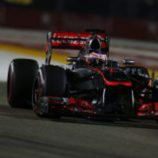 Jenson Button rueda en el circuito de Marina Bay