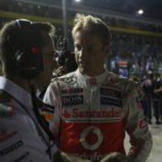 Jenson Button charla con Dave Robson