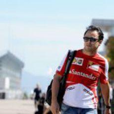 Felipe Massa llega al paddock
