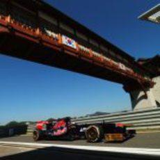 Jean-Eric Vergne entra en el pit-lane para cambiar los neumáticos