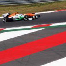 Adrian Sutil prueba el ritmo del VJM06 con el compuesto medio