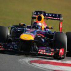 Sebastian Vettel toma una curva en Yeongam