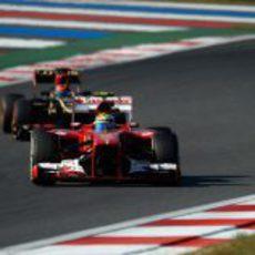 Felipe Massa por delante de Romain Grosjean