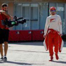 Los cámaras buscan a Fernando Alonso