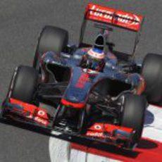 Jenson Button rodando en los libres
