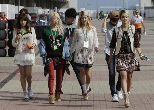 El grupo femenino SPICA en el paddock de Corea