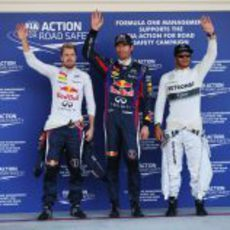 Mark Webber, Sebastian Vettel y Lewis Hamilton tras la clasificación