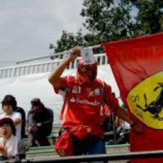 Apoyo a Ferrari en las gradas de Suzuka