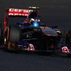 Daniel Ricciardo prueba el neumático duro