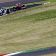 Lewis Hamilton y Fernando Alonso en las 'eses' de Suzuka