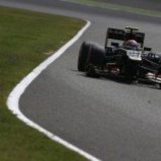 Romain Grosjean a los mandos de su Lotus en Suzuka