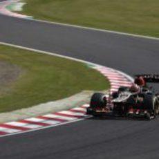 Kimi Räikkönen en las 'eses' del circuito de Suzuka durante la clasificación