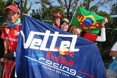 Los aficionados japoneses apoyan a Sebastian Vettel