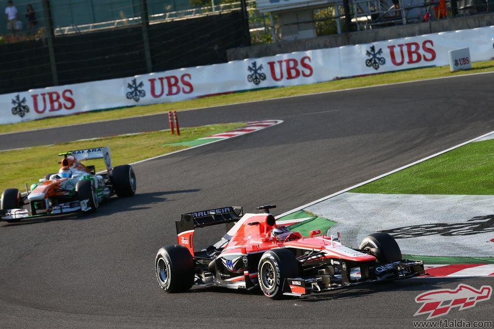 Max Chilton rueda por delante de Sutil