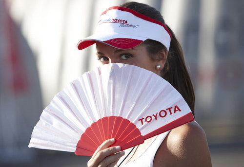 Una chica de Toyota