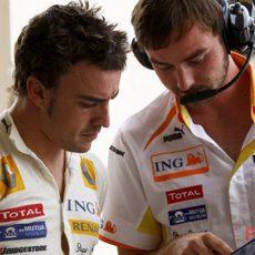 Alonso momentos antes de salir a la clasificación