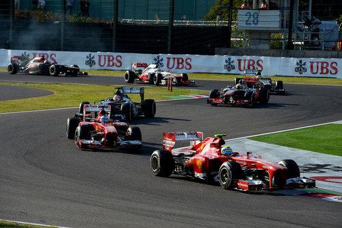 Felipe Massa rueda por delante de Alonso