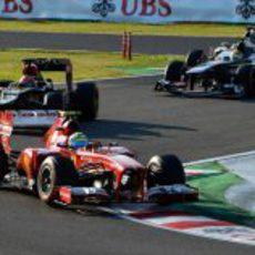 Felipe Massa rueda por delante de Räikkönen con el compuesto duro