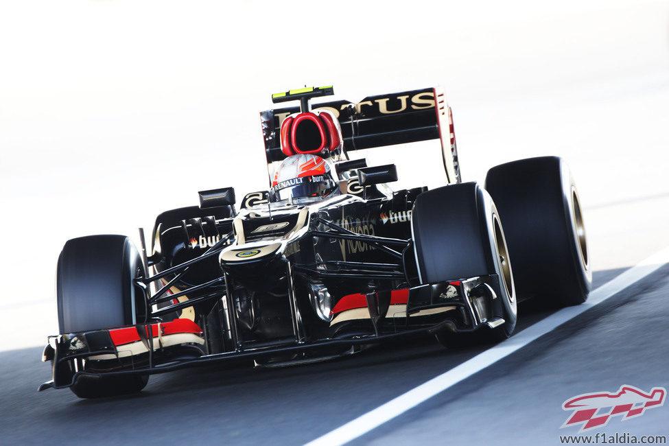 Romain Grosjean luchó por la victoria pero no pudo con Sebastian Vettel