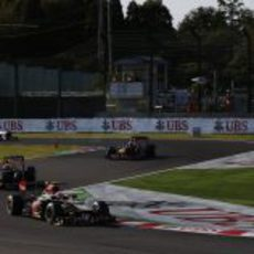 Romain Grosjean lidera por delante de Mark Webber y Sebastian Vettel