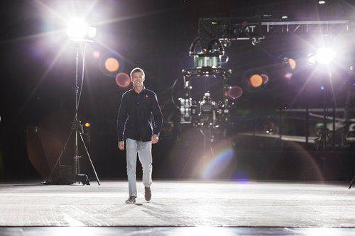 Daniil Kvyat entra en el plato de Servus TV