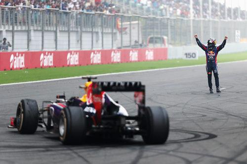 Sebastian Vettel, junto a su bestia