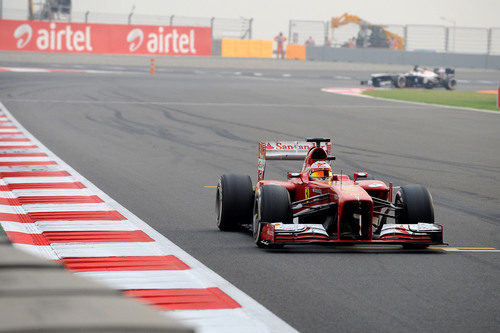 Fernando Alonso cruza la meta en undécima posición