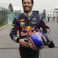 Mark Webber sonríe tras abandonar en la India