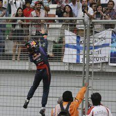 Sebastian Vettel lanza sus guantes a los aficionados