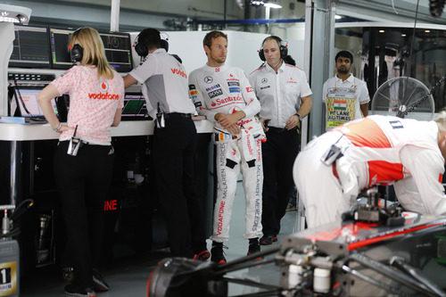 Jenson Button, en el garaje de McLaren