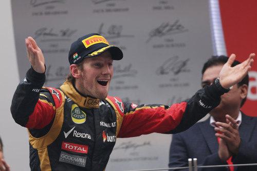 Romain Grosjean muestra su alegría en el podio