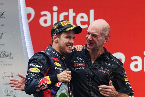 Sebastian Vettel y Adrian Newey en el podio