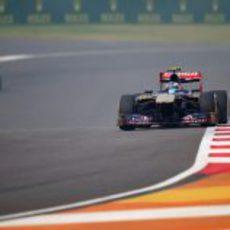 Daniel Ricciardo imprime un gran ritmo con los medios