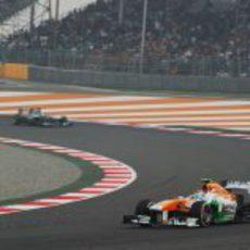 Adrian Sutil rueda con los medios con su VJM06