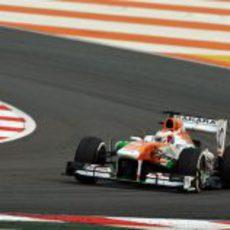 Paul di Resta rueda con el medio con su VJM06