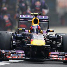 Mark Webber regresa a la pista tras parar en boxes
