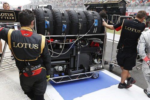 Lotus custodia sus neumáticos