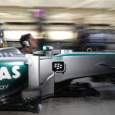 Ensayo de 'pit stops' en Mercedes