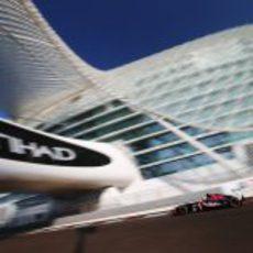 Jean-Eric Vergne prueba el neumático medio en el Yas Marina