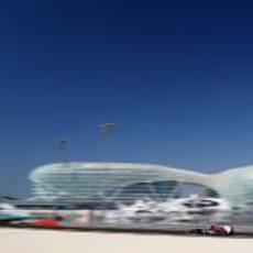 Daniel Ricciardo en el último sector del Yas Marina