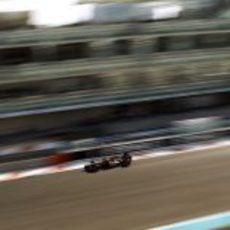 Romain Grosjean rueda con el compuesto medio