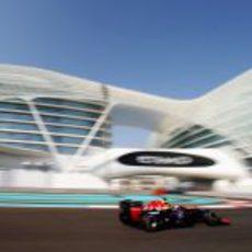 Mark Webber con el neumático medio en el Yas Marina